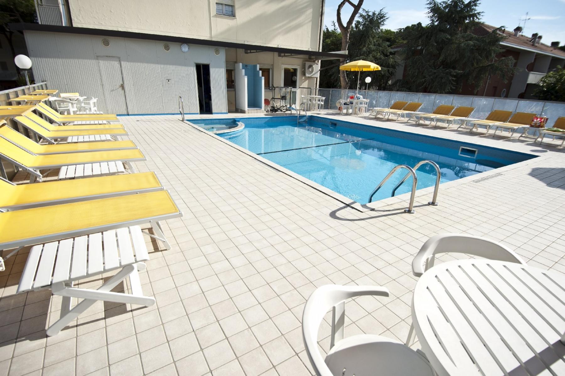 Piscina hotel giunchi pinarella di cervia - Hotel con piscina cervia ...